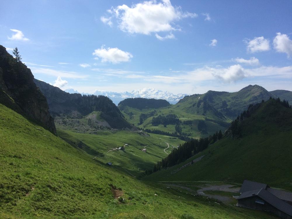 Vue depuis le col de Chavan, le Mont-Blanc au loin